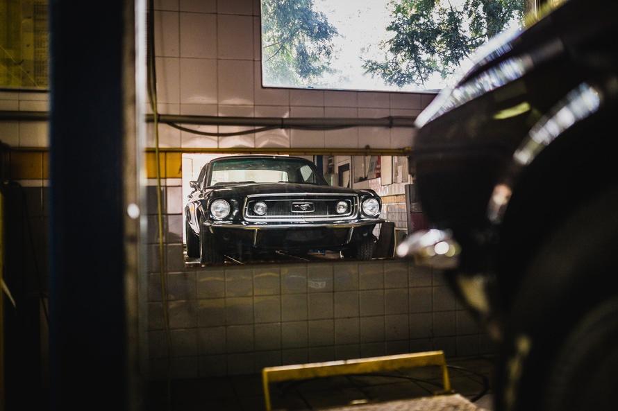 mustang-garage-mirror-black-car-large